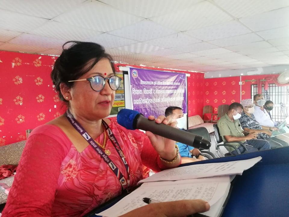 अन्तरक्रिया कार्यक्रमा बोल्दै महिला आयोगकी सदस्य पौडेल ।