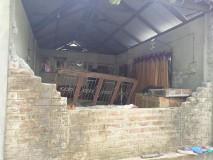 हात्तीले क्षतिग्रस्त बनाएको मगरको घर । तस्वीर : युवराज कट्टेलको फेसबुकबाट ।